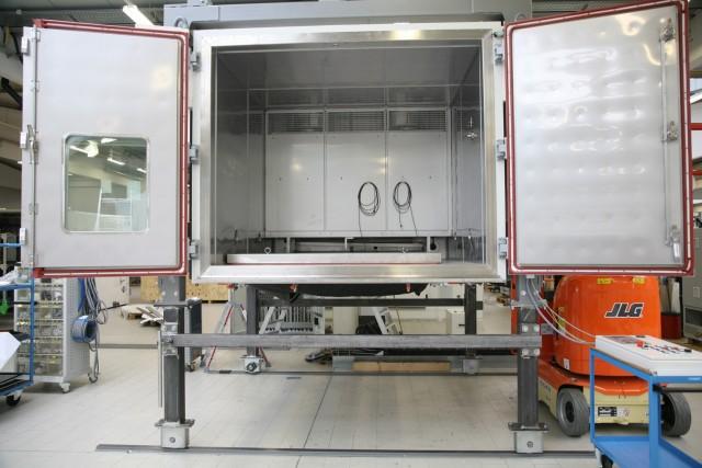 Begehbare Vibrationsprüfkammer